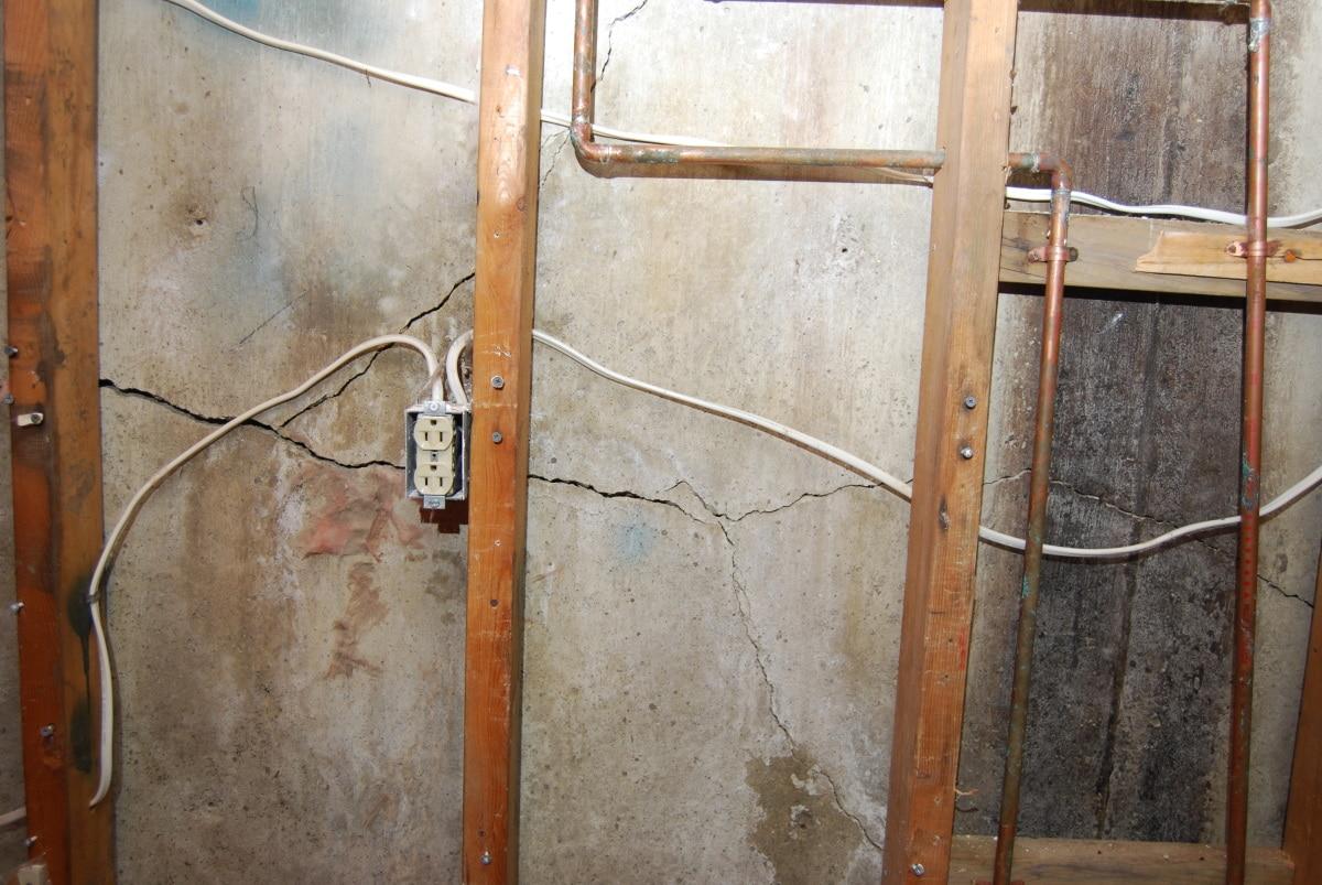 Cracked Concrete Align Foundation Repair